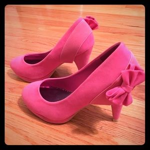 Pink heels bow accent